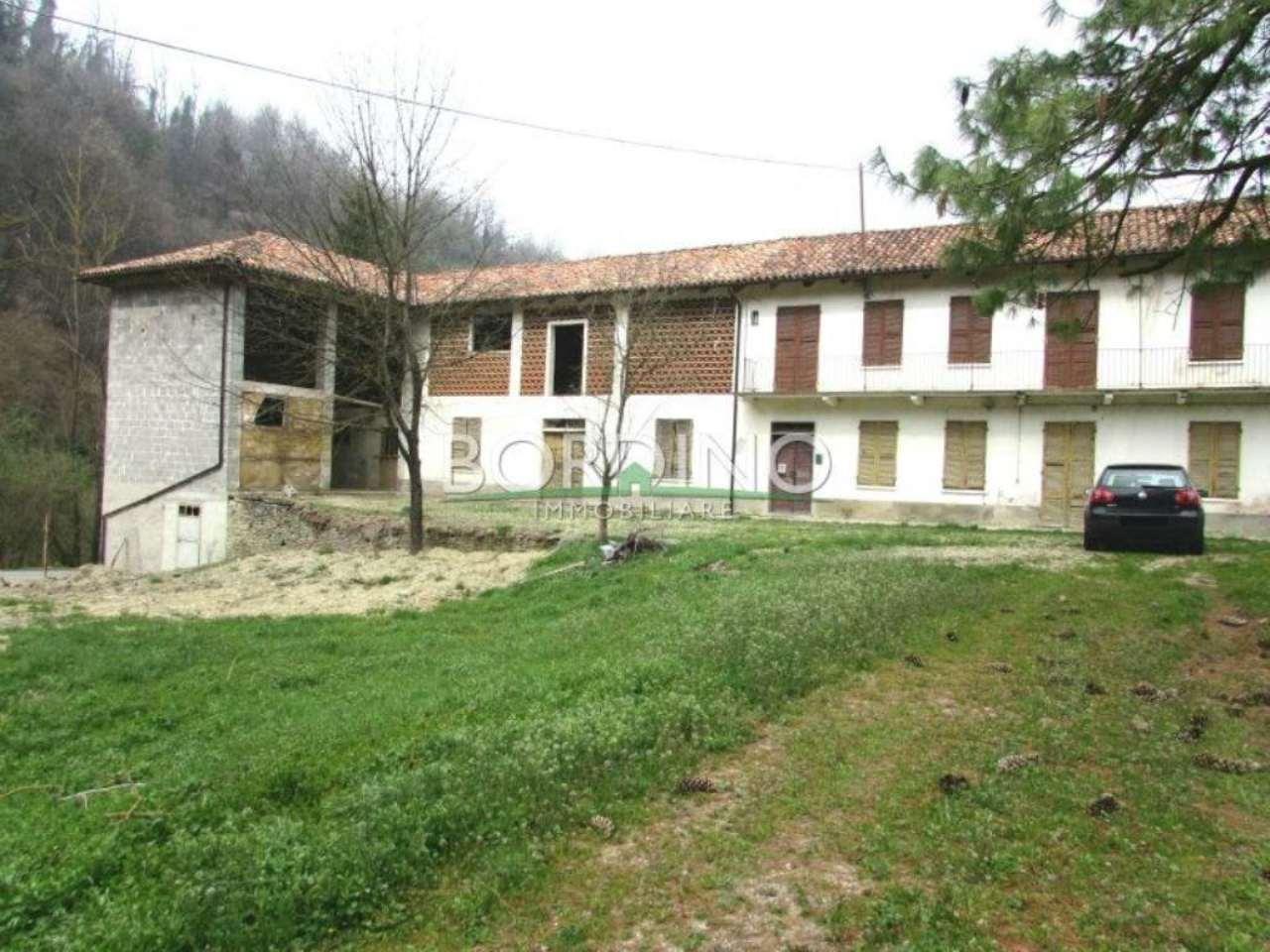 Rustico / Casale in vendita a Trezzo Tinella, 6 locali, prezzo € 150.000 | Cambio Casa.it