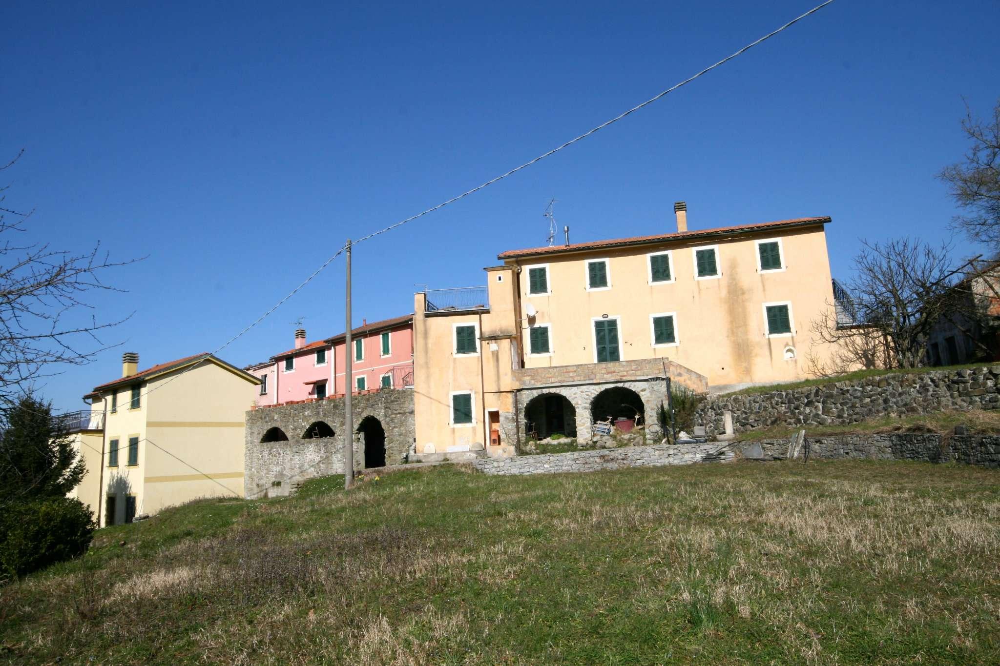 Rustico / Casale in Vendita a Varese Ligure