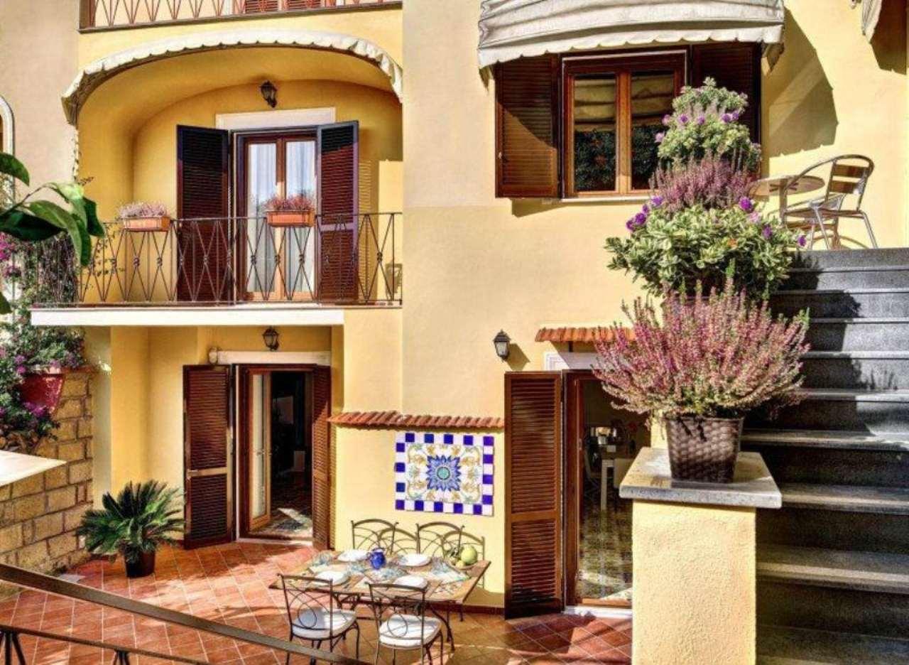 Soluzione Indipendente in vendita a Sorrento, 7 locali, prezzo € 1.200.000 | Cambio Casa.it