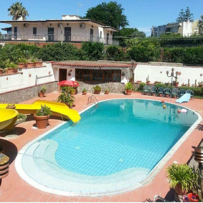 Villa in Vendita a Pozzuoli