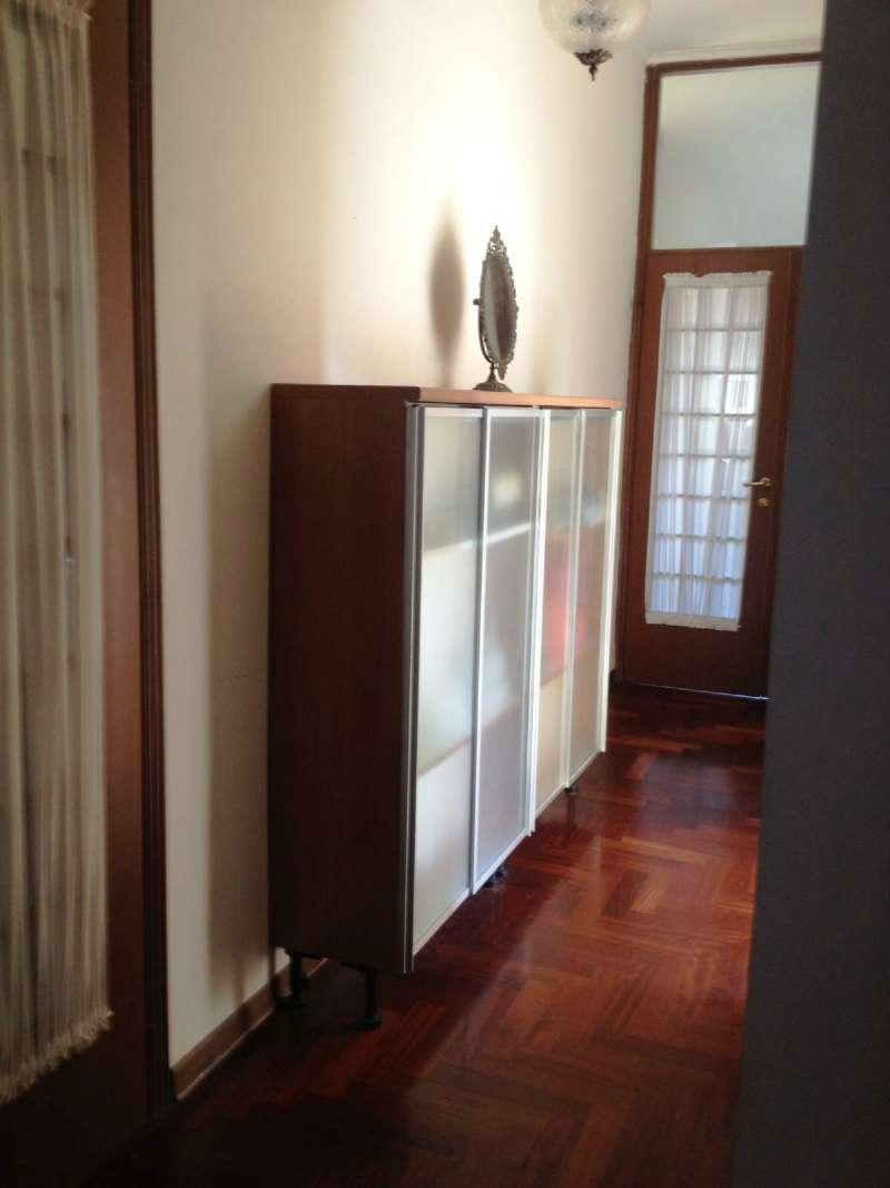 Appartamento in affitto a Napoli, 4 locali, zona Zona: 1 . Chiaia, Posillipo, San Ferdinando, prezzo € 1.600 | Cambio Casa.it