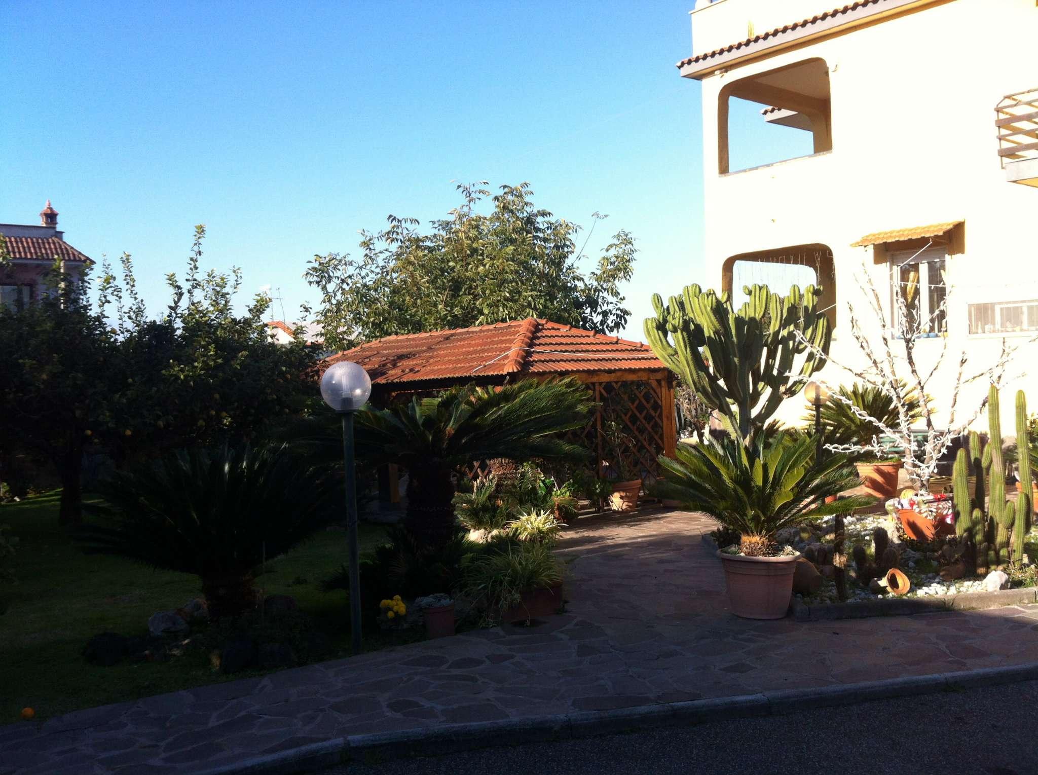 Villa in vendita a Giugliano in Campania, 10 locali, prezzo € 310.000   Cambio Casa.it