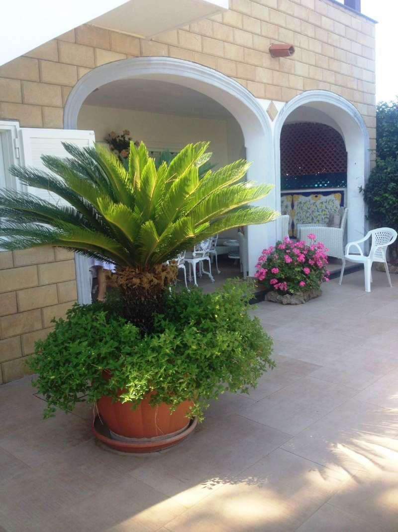 Villa in vendita a Forio, 7 locali, prezzo € 750.000 | CambioCasa.it