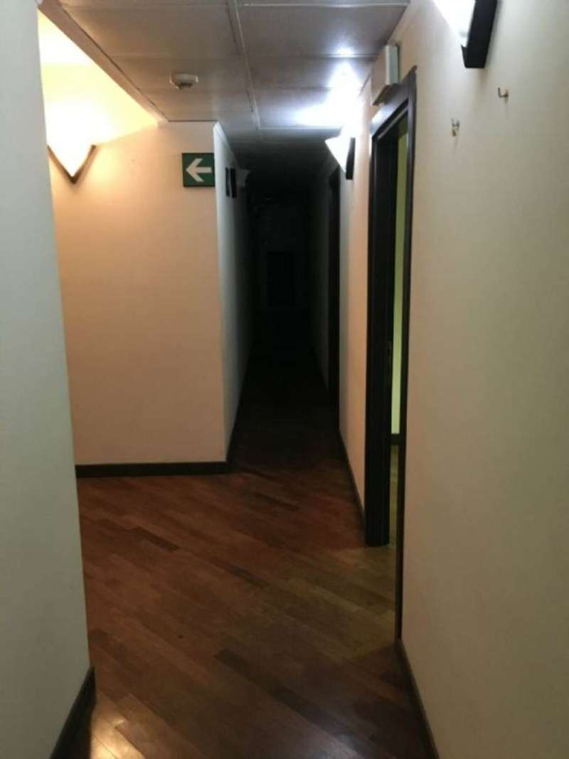 Ufficio / Studio in affitto a Genova, 9999 locali, zona Zona: 1 . Centro, Centro Storico, prezzo € 3.000 | CambioCasa.it