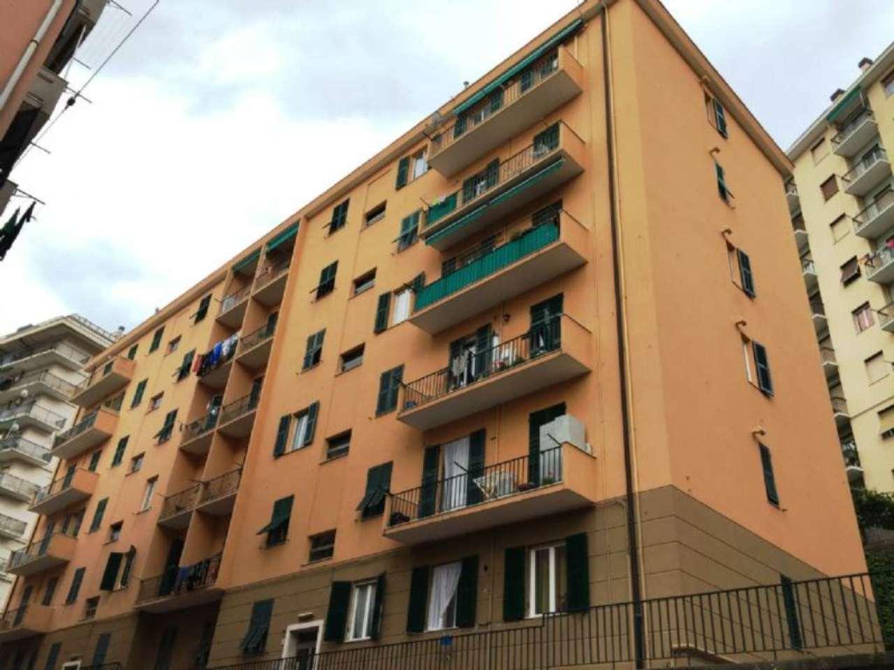 Appartamento in vendita a Genova, 3 locali, zona Zona: 13 . Sestri Ponente, Medio Ponente, prezzo € 60.000 | CambioCasa.it
