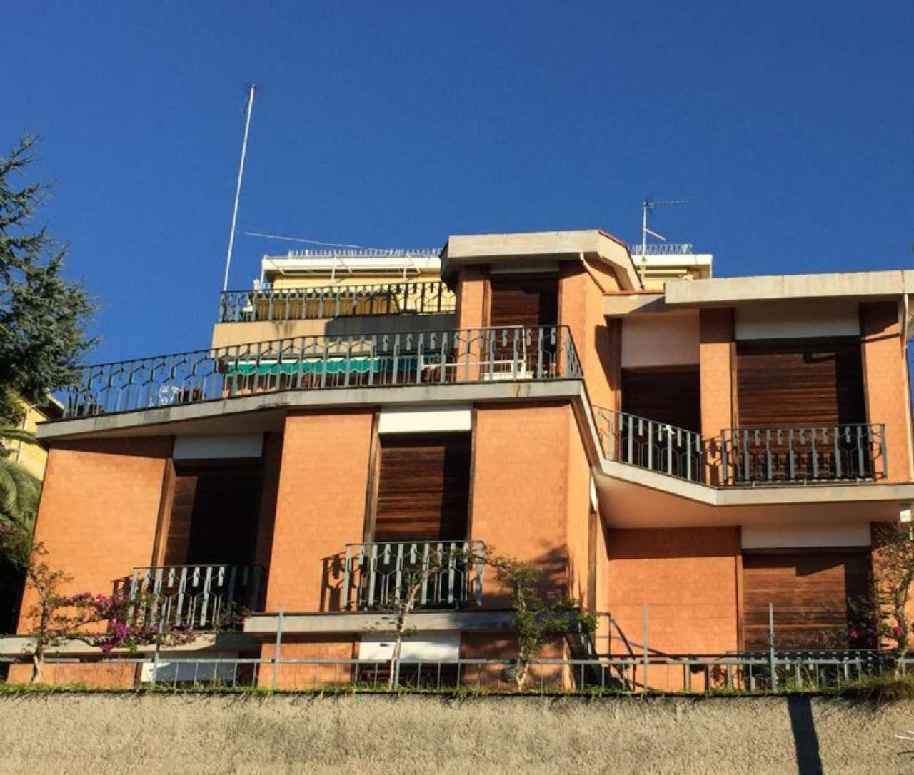 Villa genova vendita 500 mq riscaldamento autonomo cucina abitabile - Vendita villa con piscina genova ...