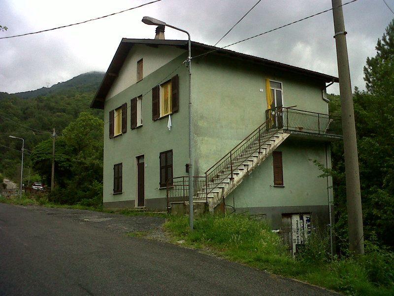 Appartamento in vendita a Valbrevenna, 5 locali, prezzo € 65.000 | CambioCasa.it