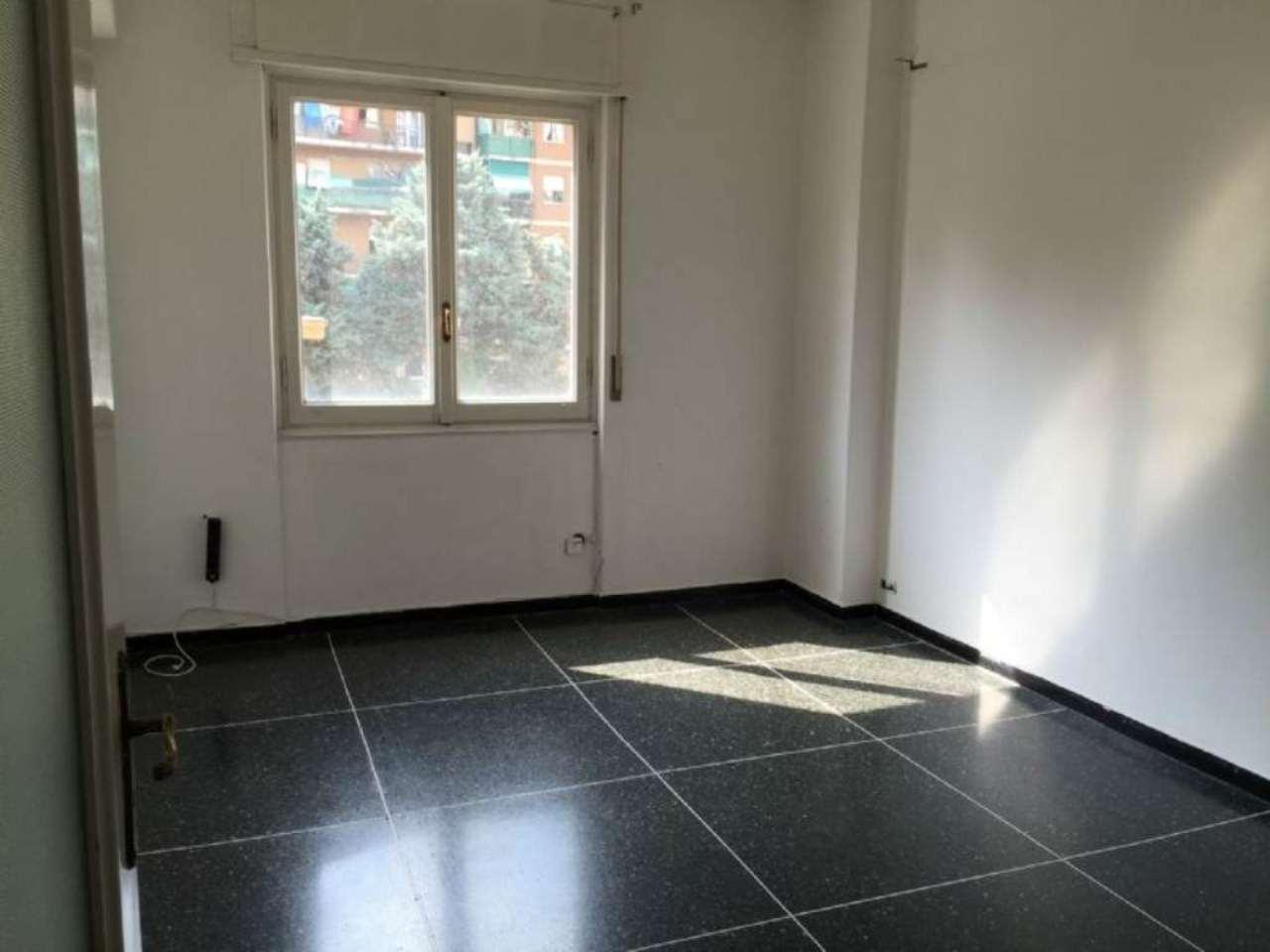 Appartamento in vendita a Genova, 6 locali, zona Zona: 5 . Marassi-Staglieno, prezzo € 120.000 | CambioCasa.it