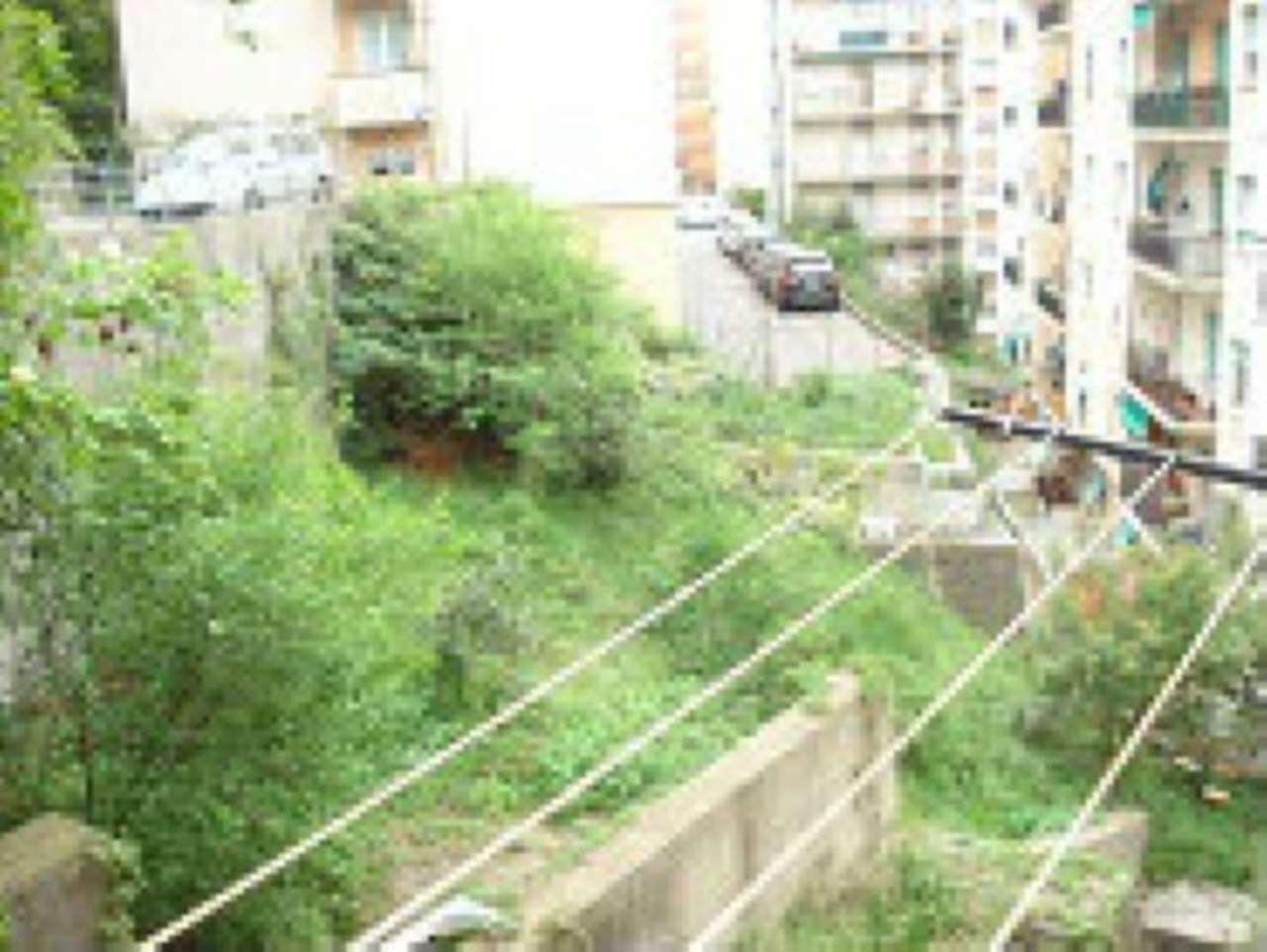 Bilocale Genova Via Onorato 2