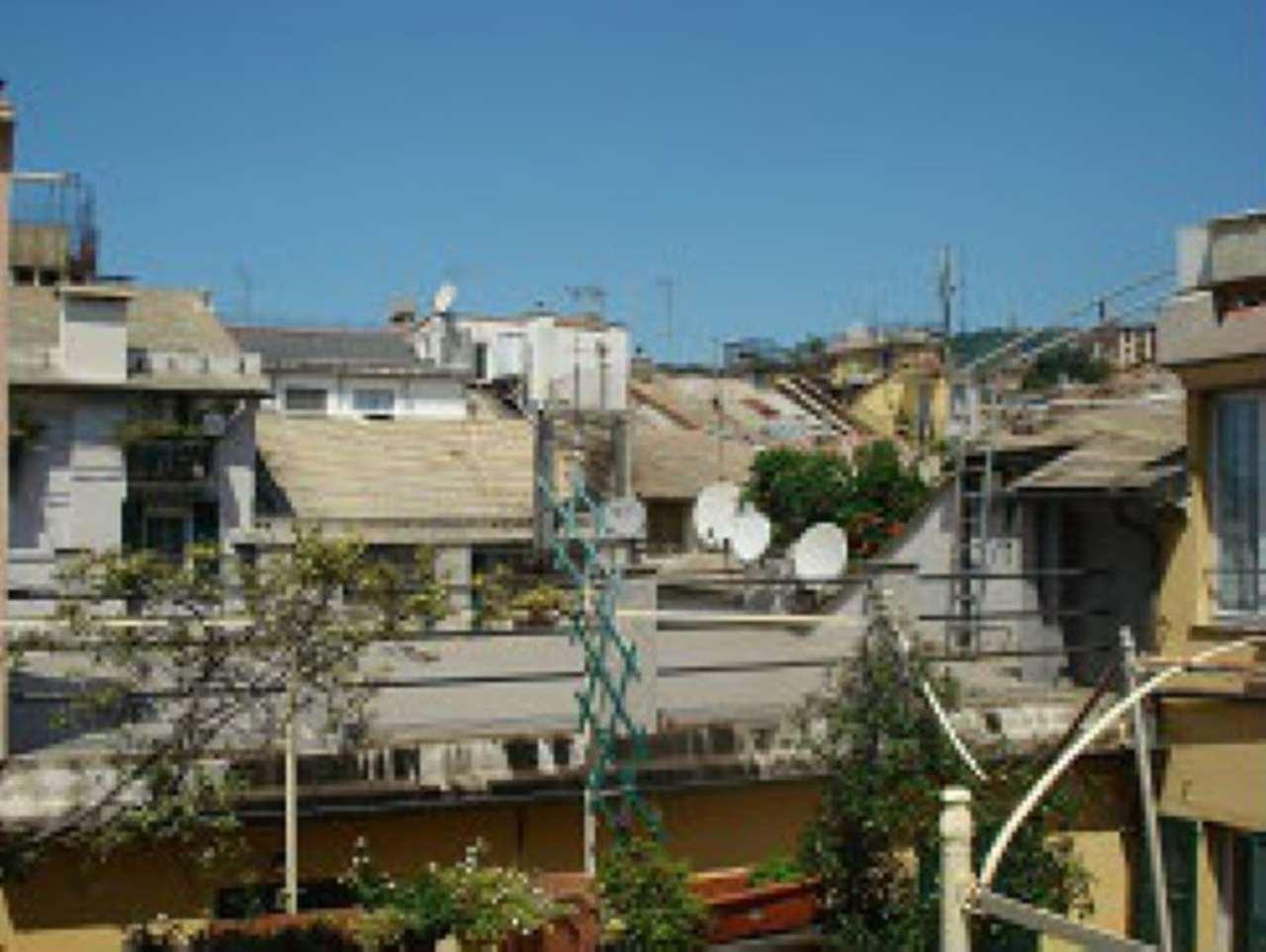 Bilocale Genova Via San Siro 7