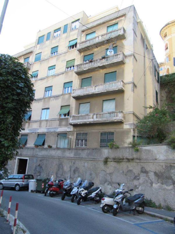 Bilocale Genova Via Cesare Cabella 1