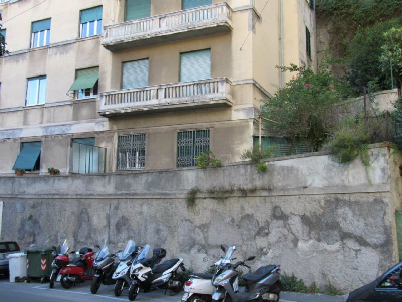 Bilocale Genova Via Cesare Cabella 2