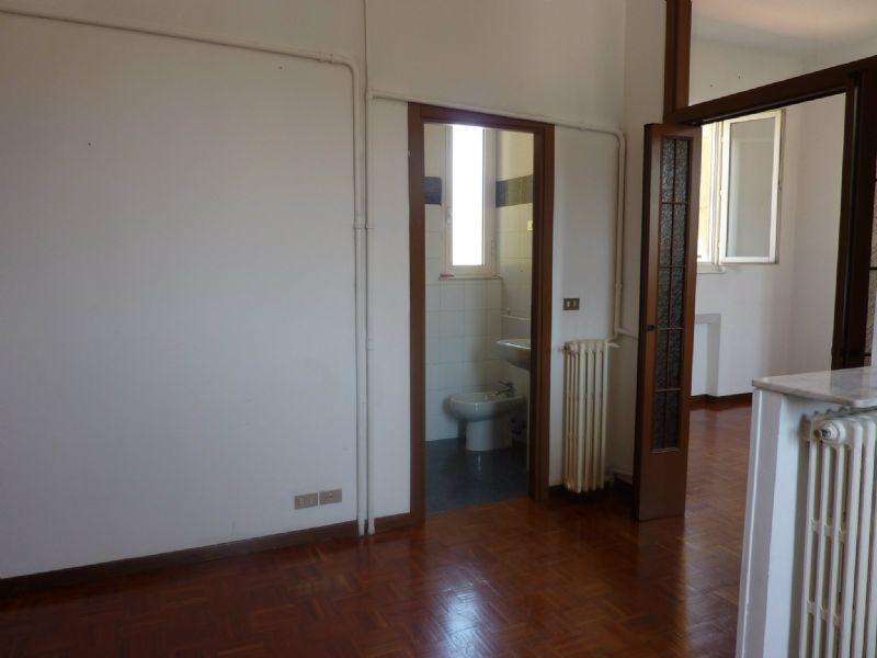 Bilocale Milano Via Sciesa 5