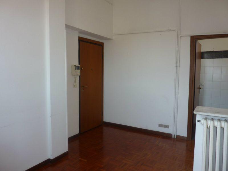 Bilocale Milano Via Sciesa 6