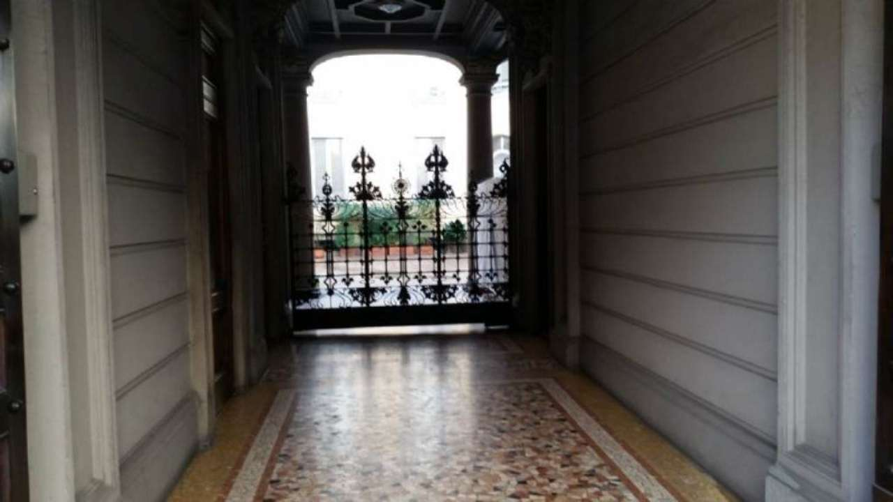 Bilocale Milano Via  Boccaccio 9