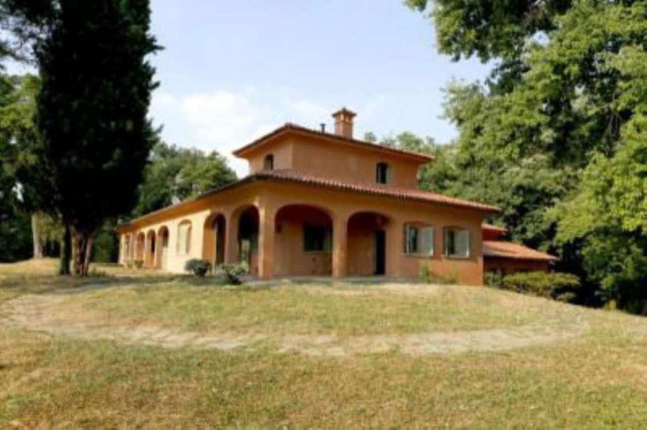 Soluzione Indipendente in affitto a Carate Brianza, 12 locali, prezzo € 4.000 | Cambio Casa.it