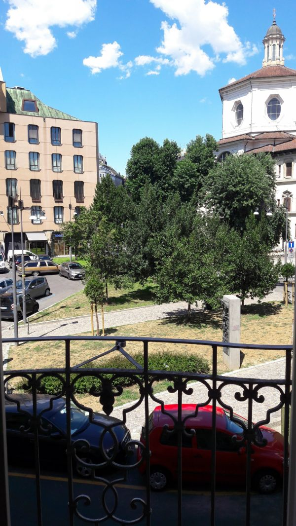 Bilocale Milano Piazza Santo Stefano 1