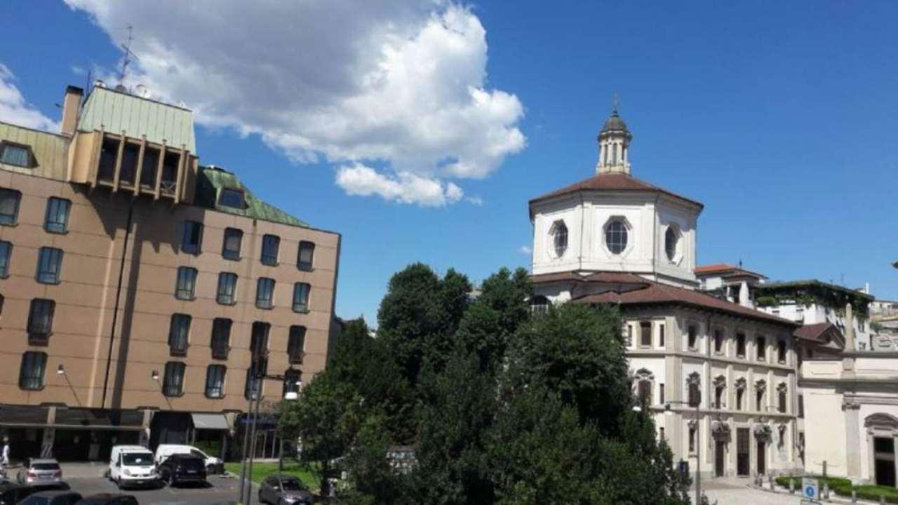 Bilocale Milano Piazza Santo Stefano 10