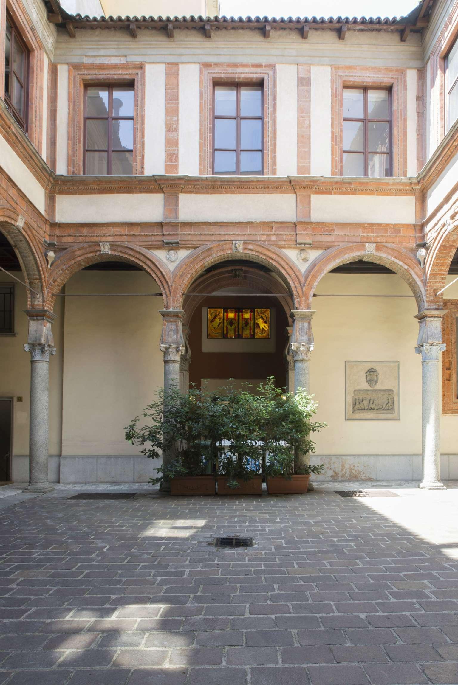 Bilocale Milano Via Dei Piatti 9