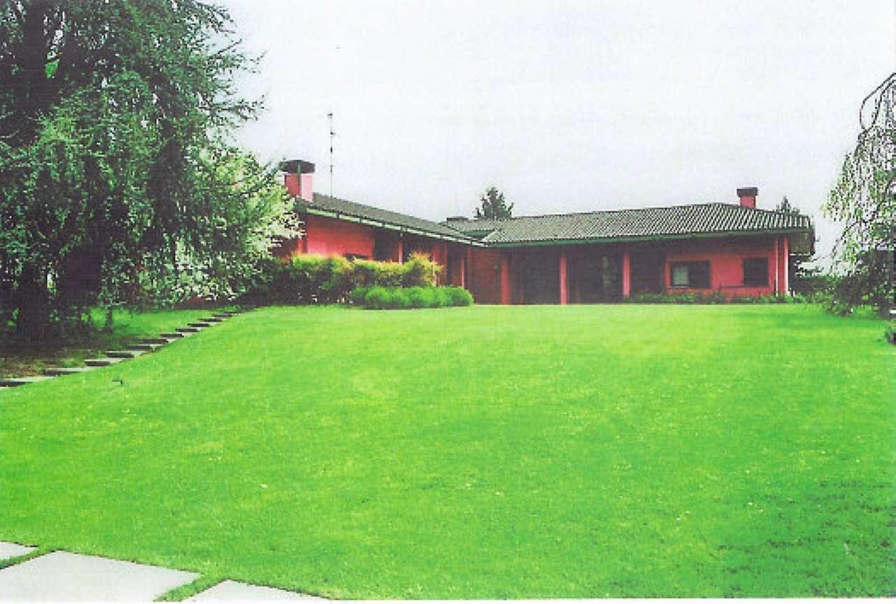 Villa in vendita a Cermenate, 9 locali, prezzo € 930.000 | CambioCasa.it