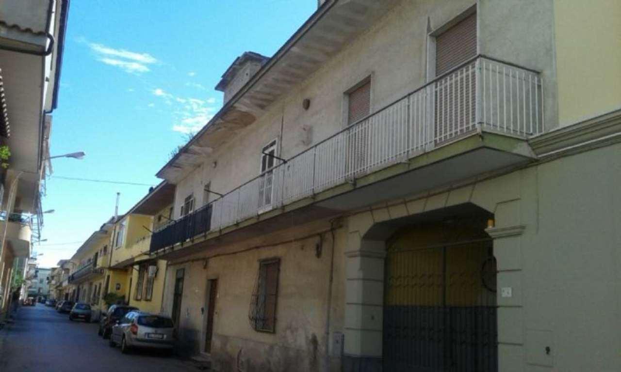 Soluzione Indipendente in vendita a Marcianise, 3 locali, prezzo € 200.000 | Cambio Casa.it