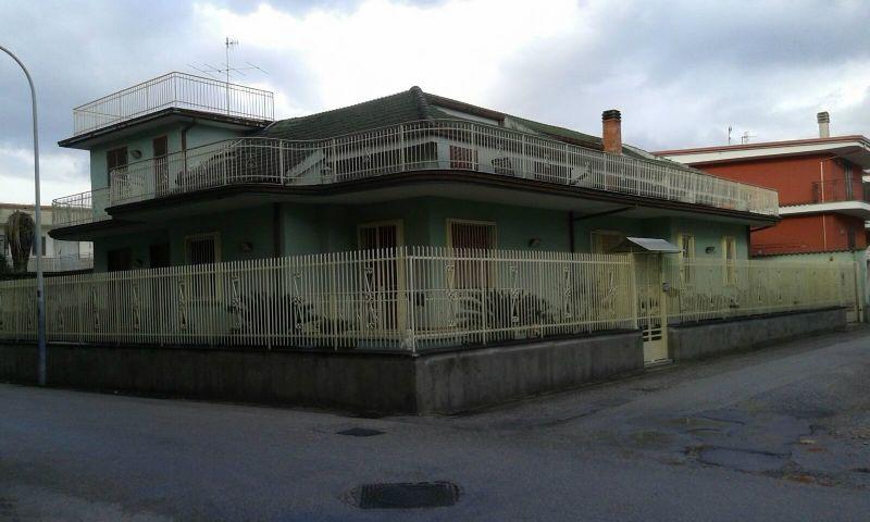 Soluzione Indipendente in vendita a Marcianise, 18 locali, prezzo € 320.000 | Cambio Casa.it