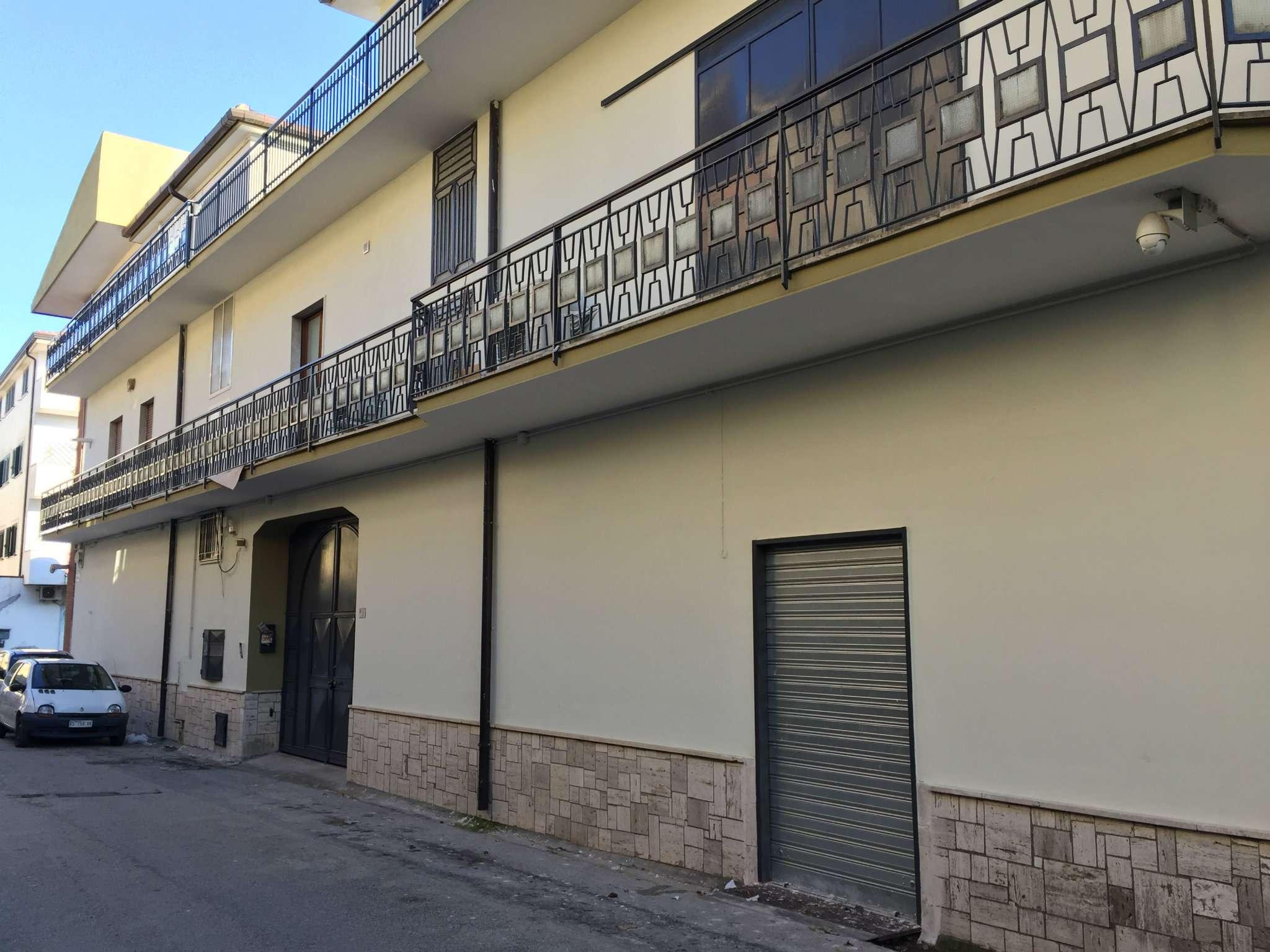 Soluzione Indipendente in vendita a Marcianise, 20 locali, Trattative riservate | Cambio Casa.it