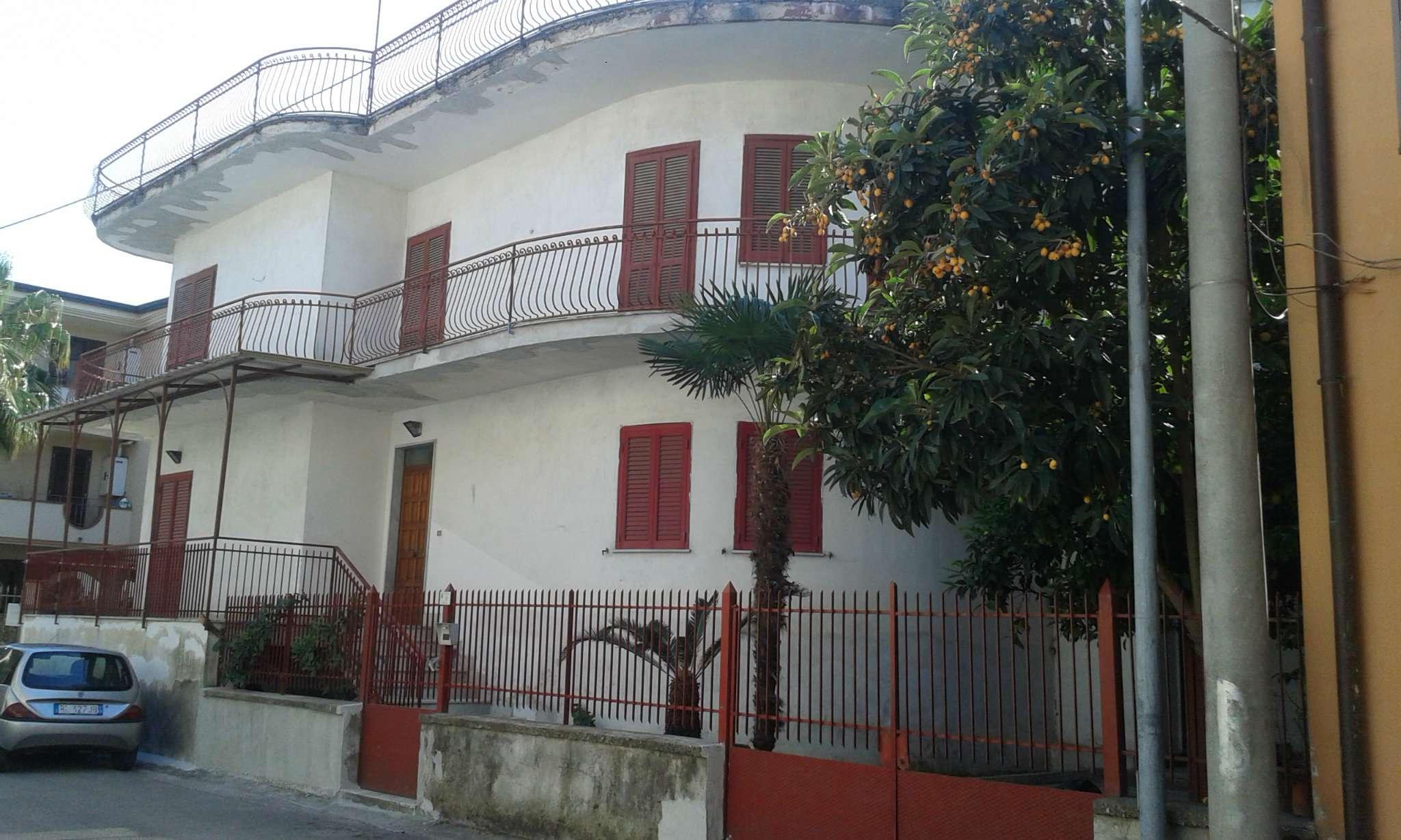 Soluzione Indipendente in vendita a Marcianise, 10 locali, prezzo € 290.000 | CambioCasa.it