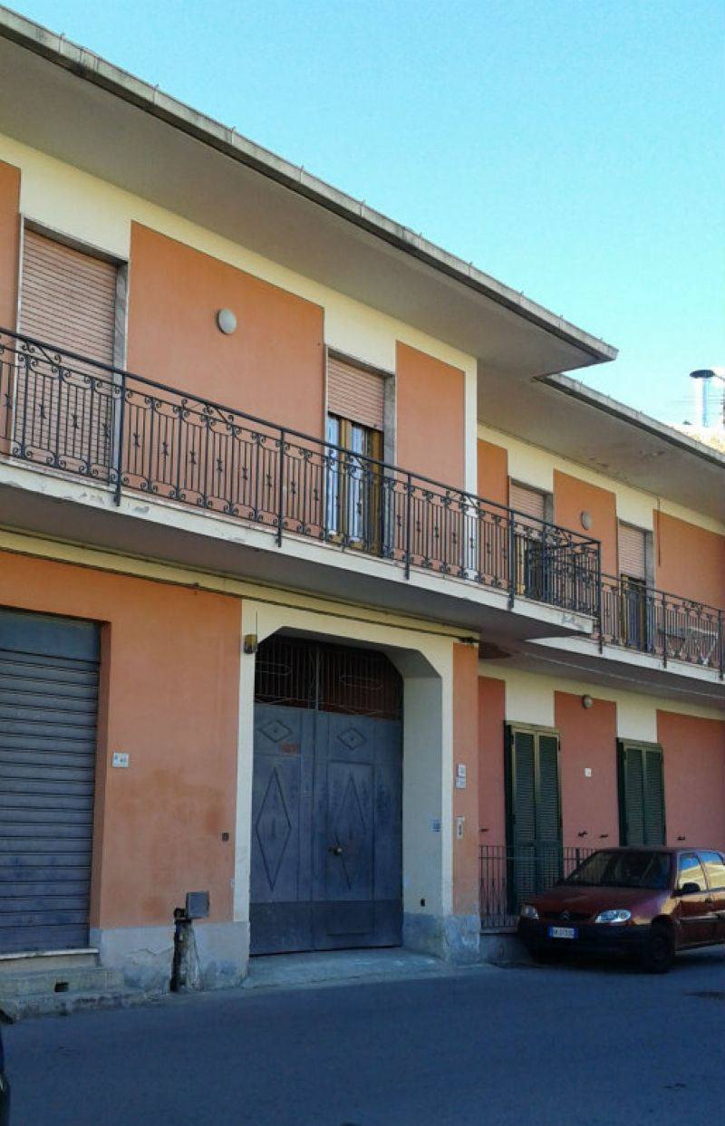 Soluzione Indipendente in vendita a Marcianise, 7 locali, prezzo € 220.000 | CambioCasa.it