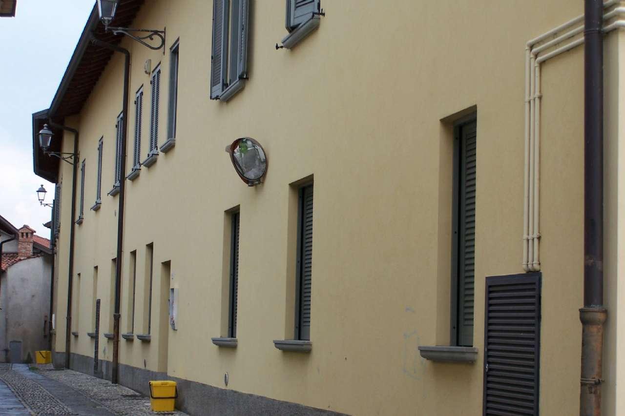 Cernusco Lombardone tre locali doppi servizi box per tre auto