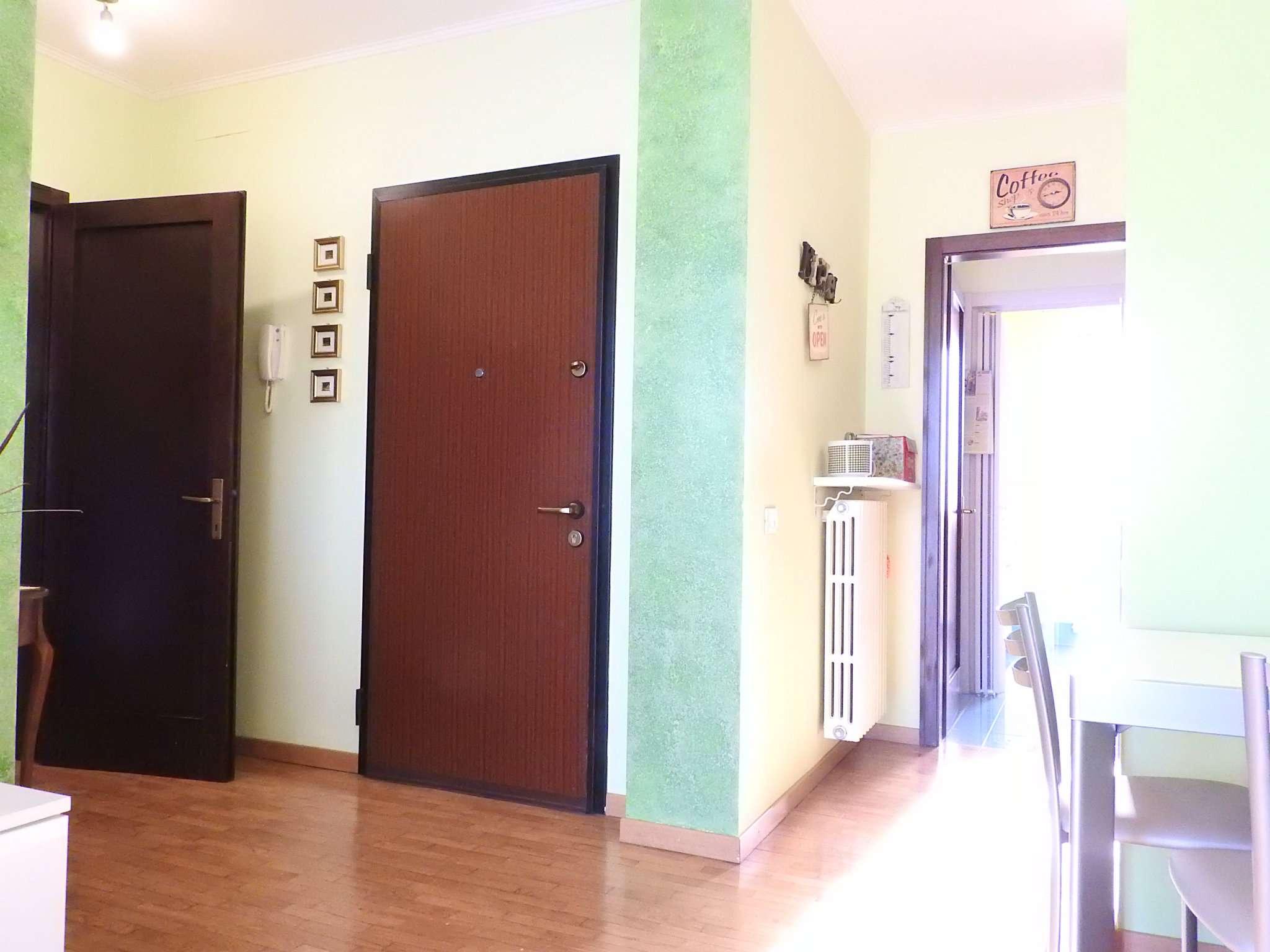 Appartamento in buone condizioni in vendita Rif. 8910305