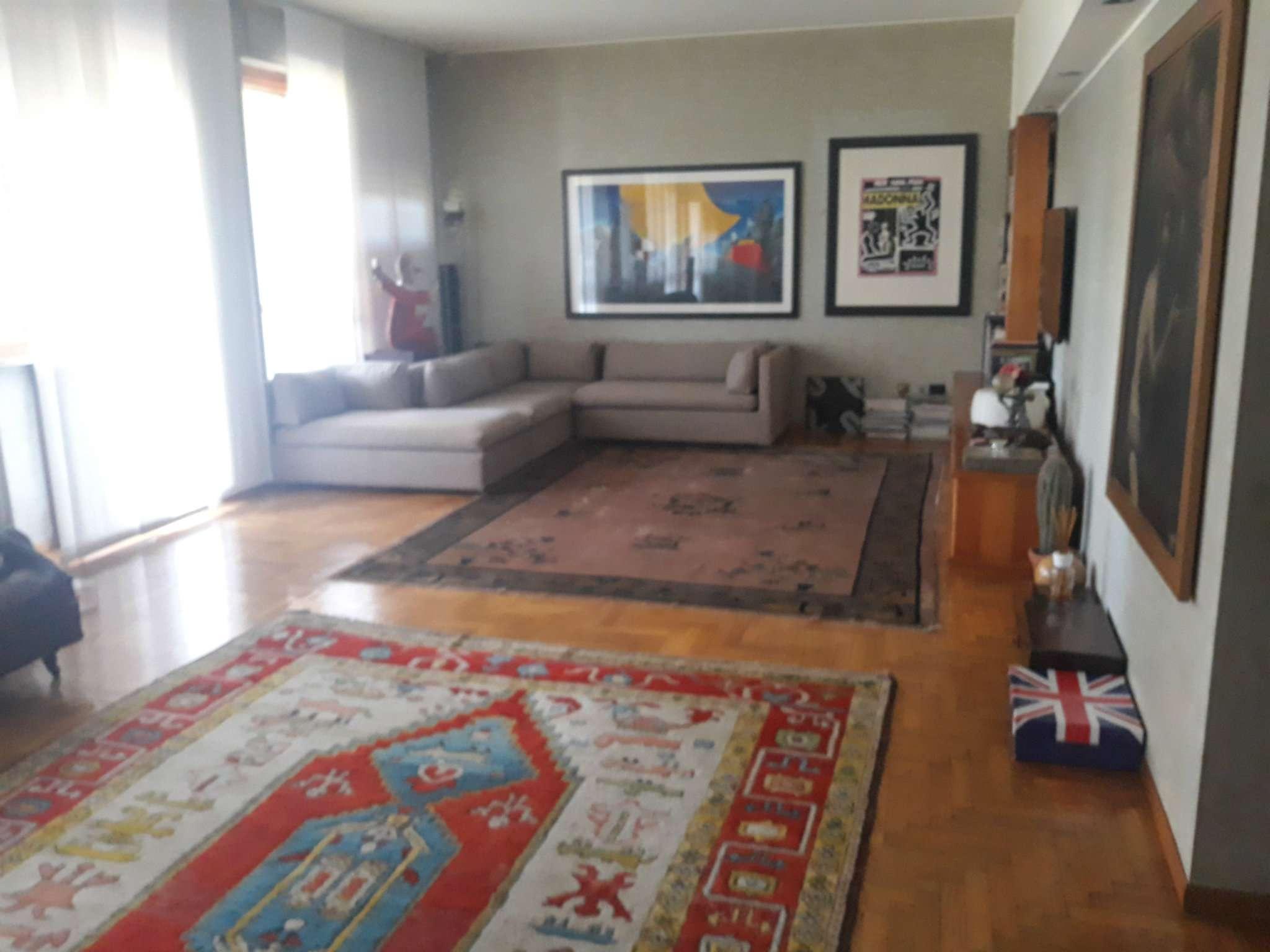 Appartamento in ottime condizioni parzialmente arredato in vendita Rif. 7268679