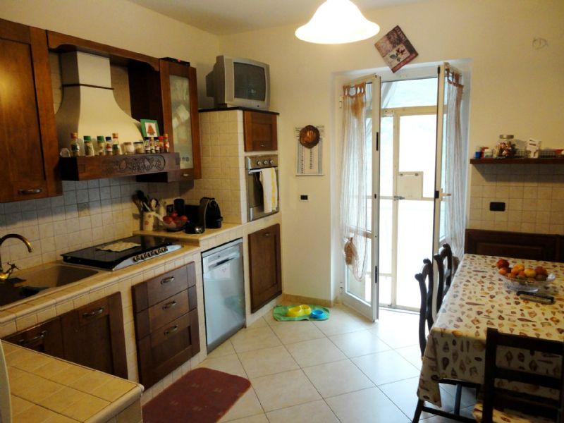 Appartamento in vendita a Lumarzo, 5 locali, prezzo € 109.000 | CambioCasa.it