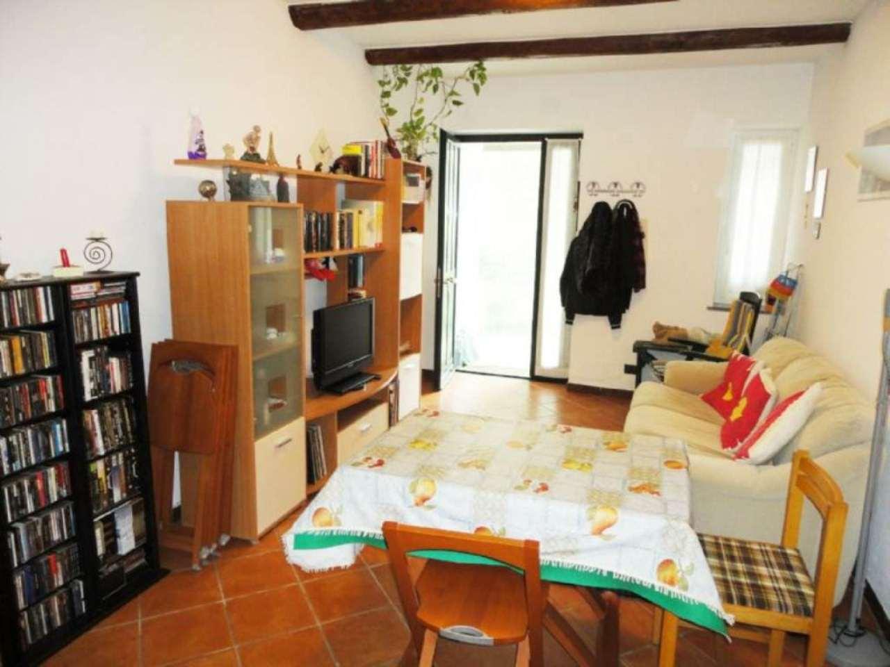Villa Oneto Appartamento indipendente ristrutturato con giardino piastrellato orto e posto auto