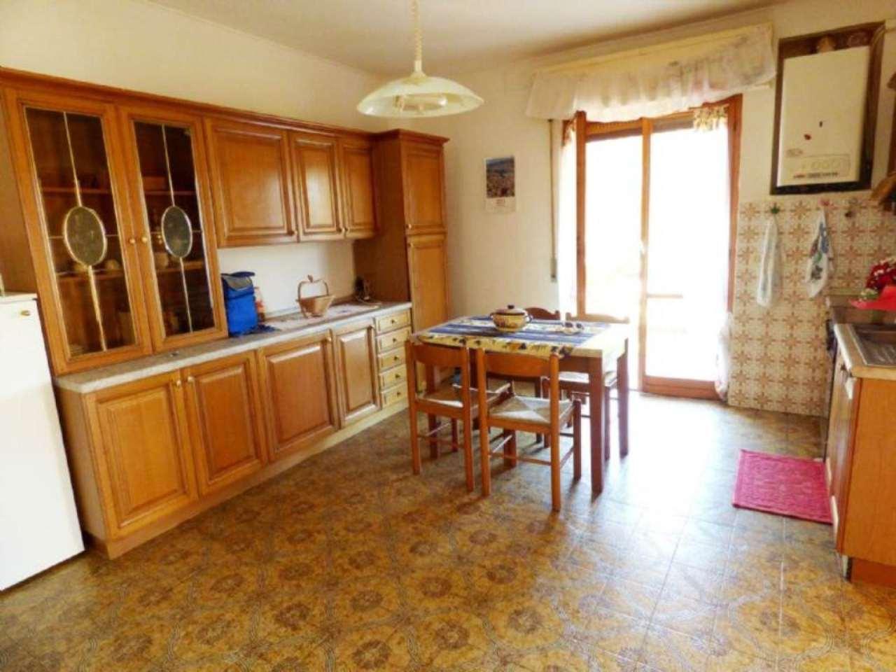 Appartamento in ottime condizioni parzialmente arredato in vendita Rif. 4857549