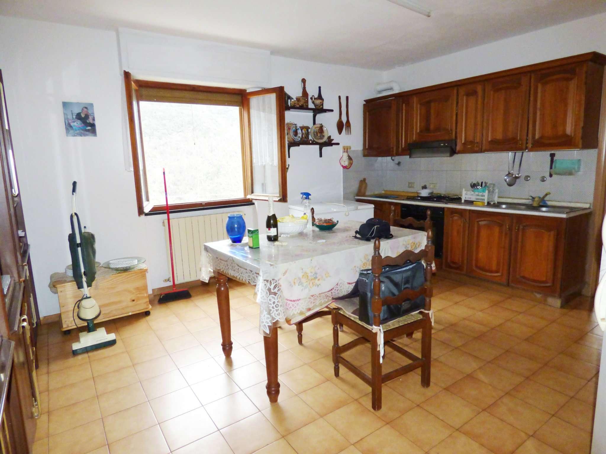 Moconesi: appartamento con ampia terrazza vivibile