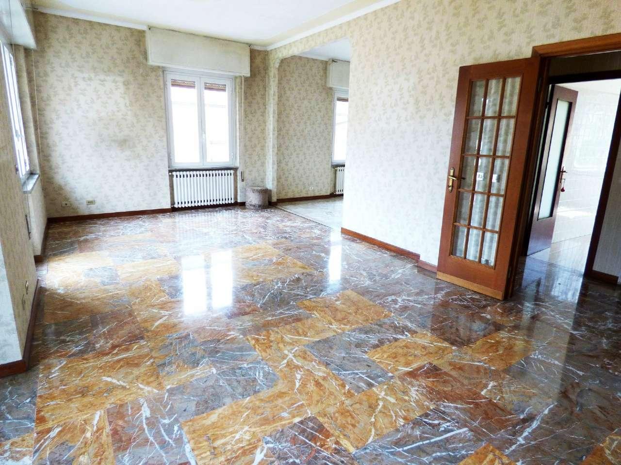 Appartamento in buone condizioni in vendita Rif. 6974600