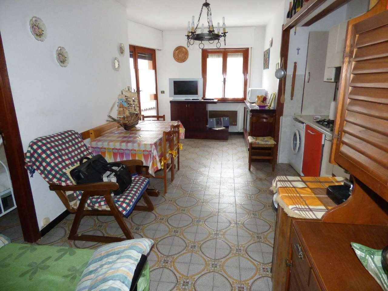Appartamento in buone condizioni parzialmente arredato in vendita Rif. 8442467