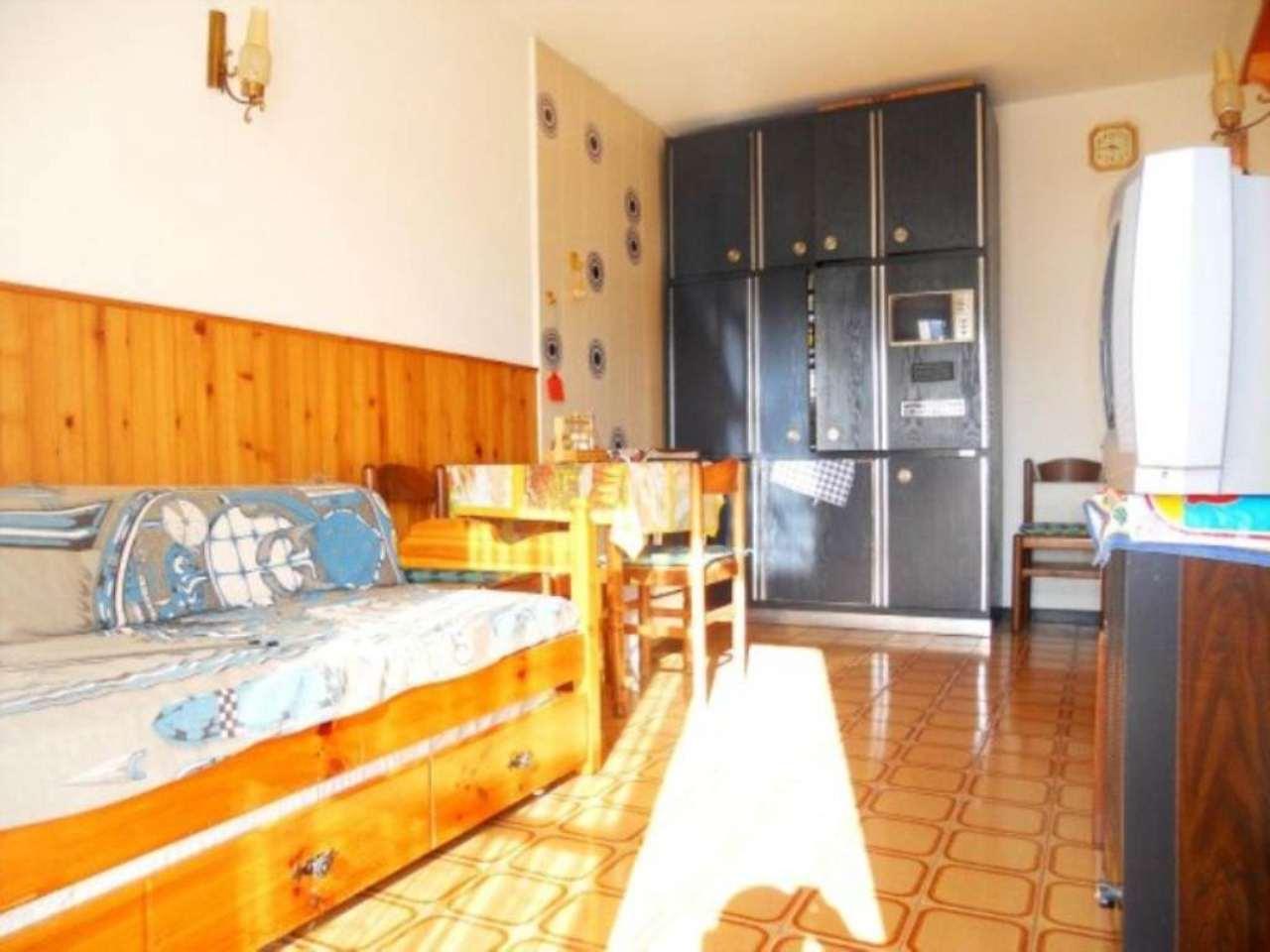 Appartamento in buone condizioni parzialmente arredato in vendita Rif. 4857481