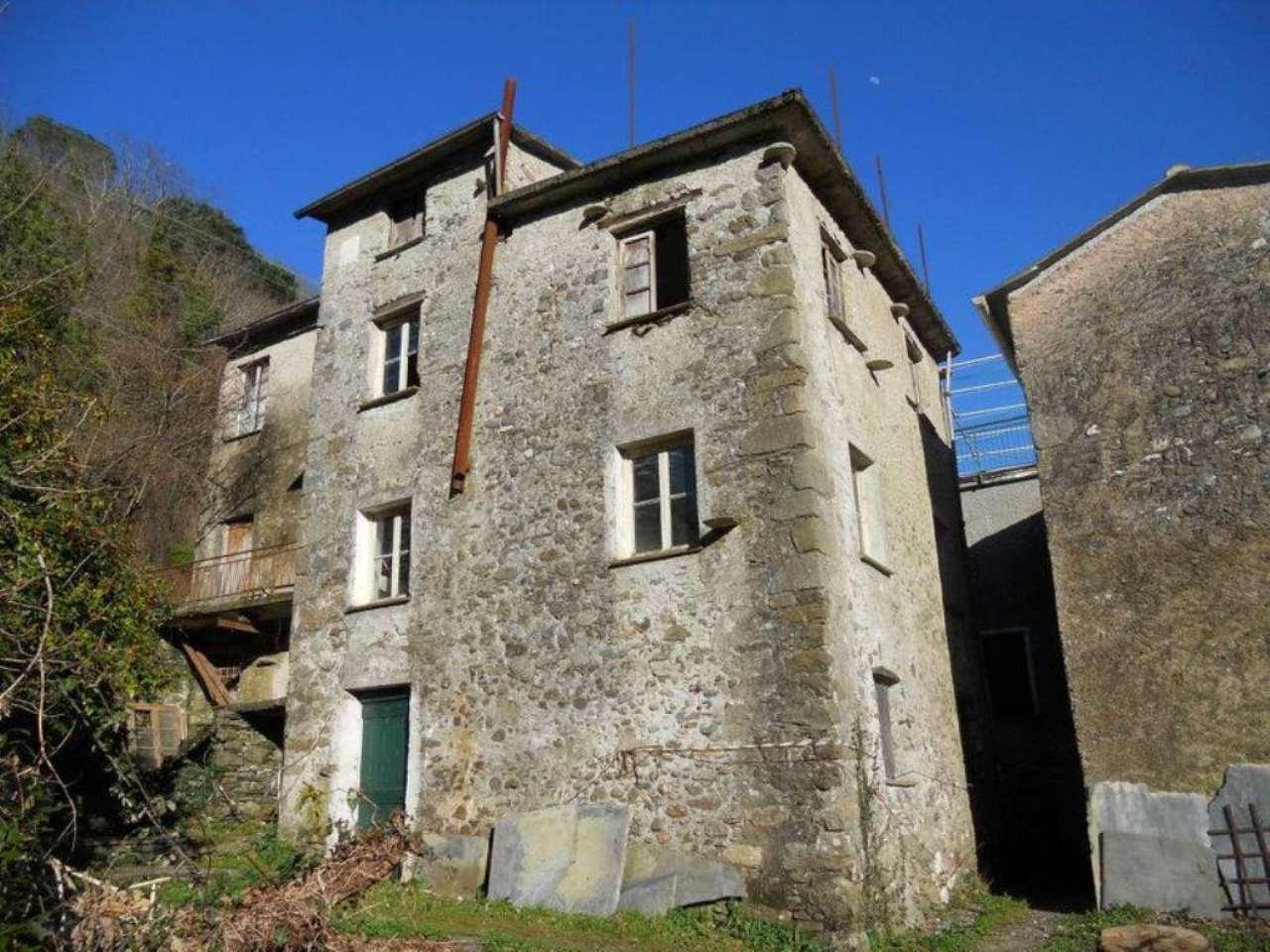 Rustico / Casale in vendita a San Colombano Certenoli, 7 locali, prezzo € 70.000 | CambioCasa.it