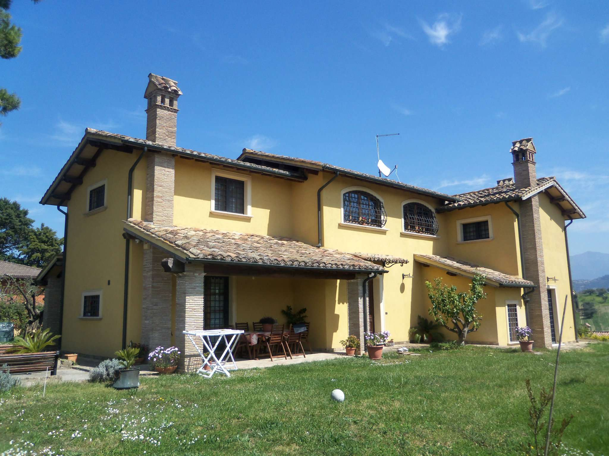 Villa in vendita a Mentana, 7 locali, prezzo € 459.000 | CambioCasa.it