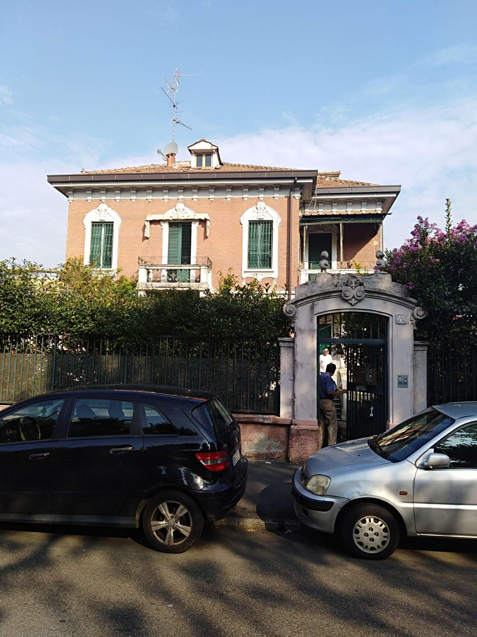 Villa in vendita a Milano, 13 locali, zona Zona: 17 . Quarto Oggiaro, Villapizzone, Certosa, Vialba, prezzo € 850.000   CambioCasa.it