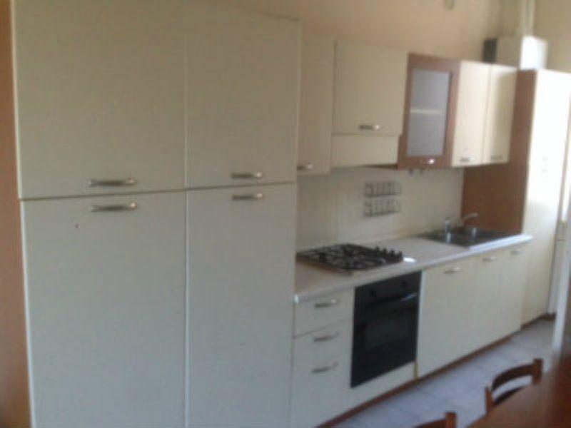 Appartamento in buone condizioni arredato in affitto Rif. 8492497