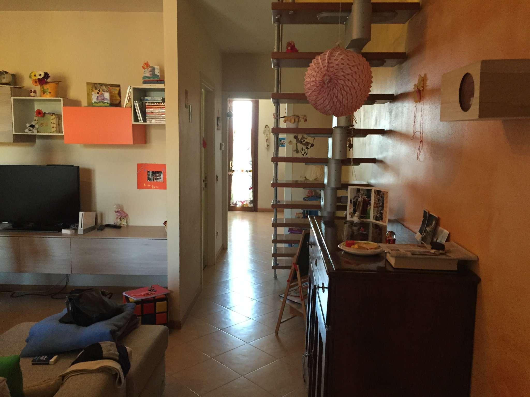 Appartamento in ottime condizioni in affitto Rif. 7769515