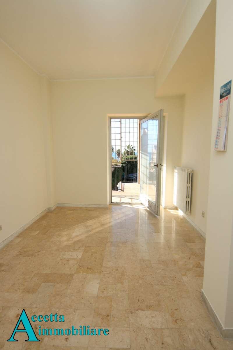 Appartamento taranto vendita 180 mq for Grandi planimetrie dell appartamento