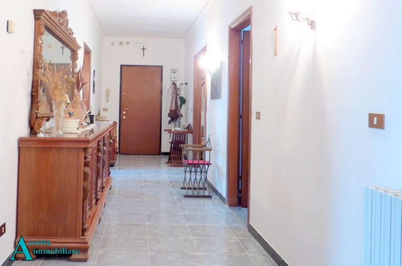 Appartamento in vendita a Taranto, 6 locali, prezzo € 135.000 | CambioCasa.it
