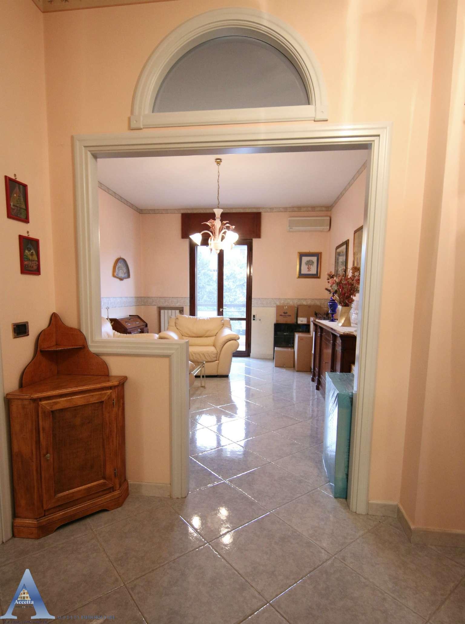 Appartamento in vendita a Taranto, 3 locali, prezzo € 158.000 | CambioCasa.it