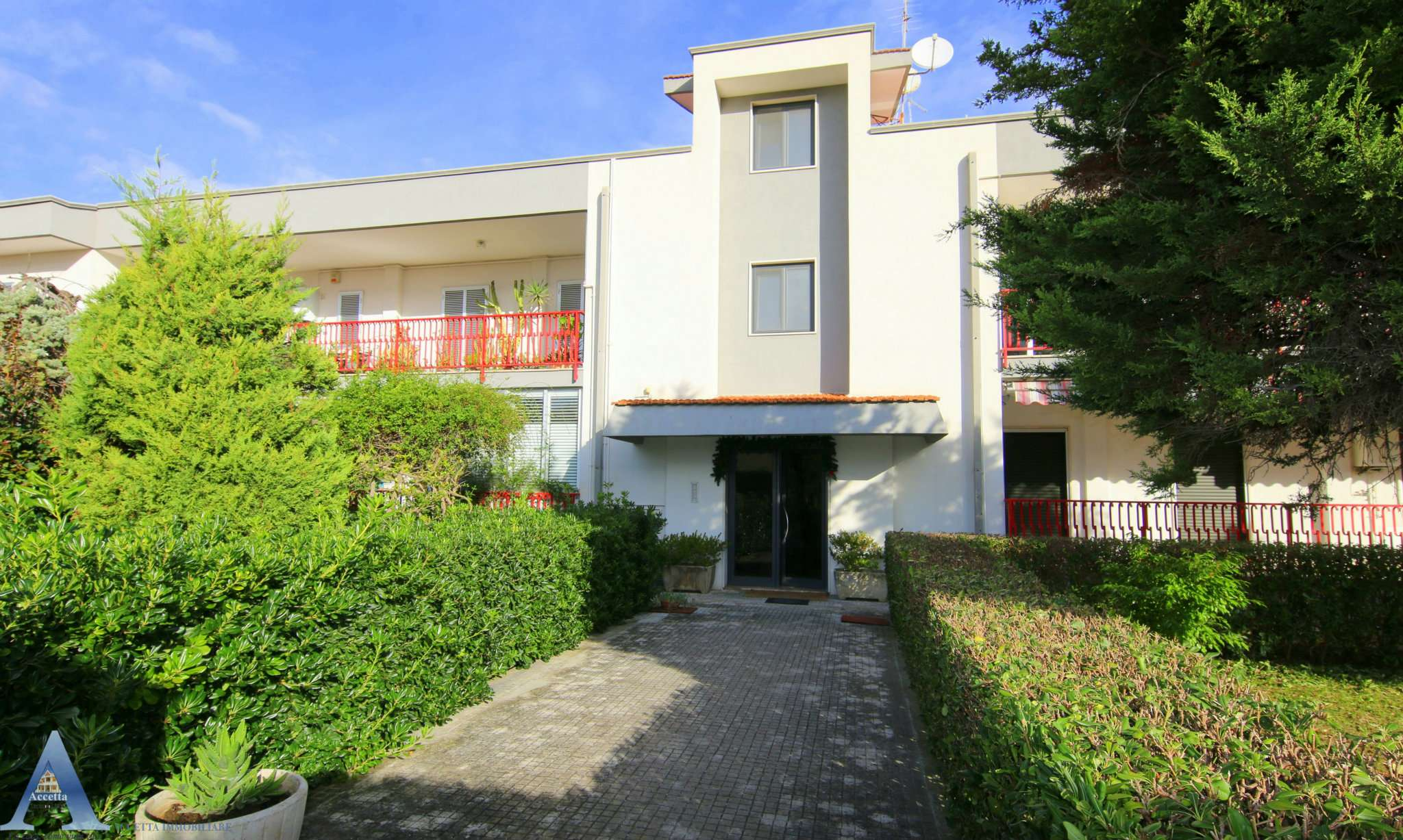 Appartamento in buone condizioni in vendita Rif. 8962489