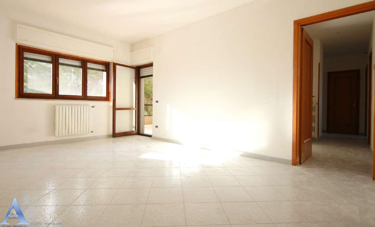 Appartamento in vendita a Taranto, 7 locali, prezzo € 119.000 | CambioCasa.it