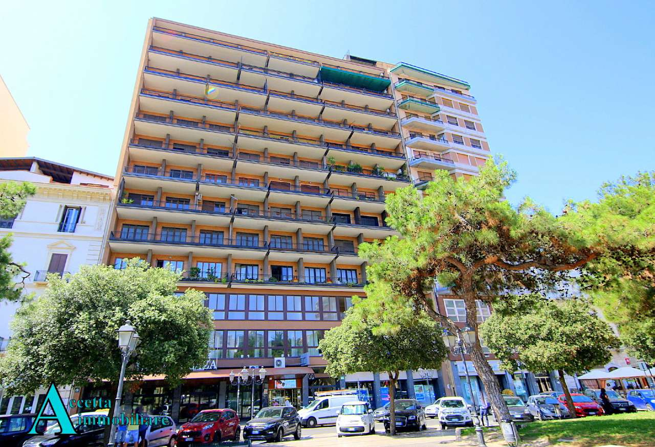 AMPIO APPARTAMENTO DIVISIBILE, IN PIAZZA GARIBALDI C/O HOTEL PLAZA